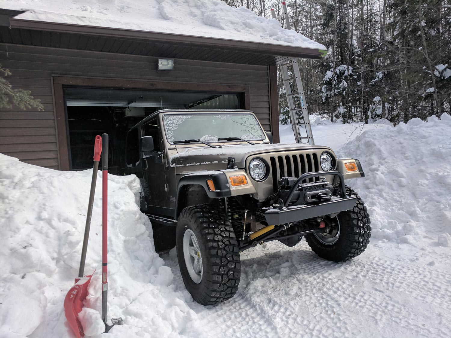 20190305_khaki-tj-garage-snow.jpg